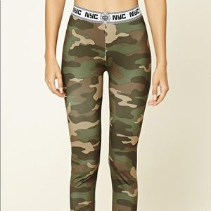 🍓 3/$10 Forever 21 Synthetic NYC Camo Leggings